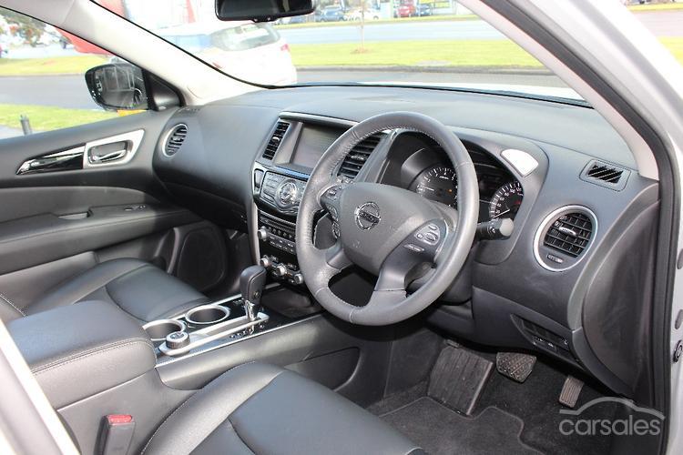 2017 Nissan Pathfinder ST-L R52