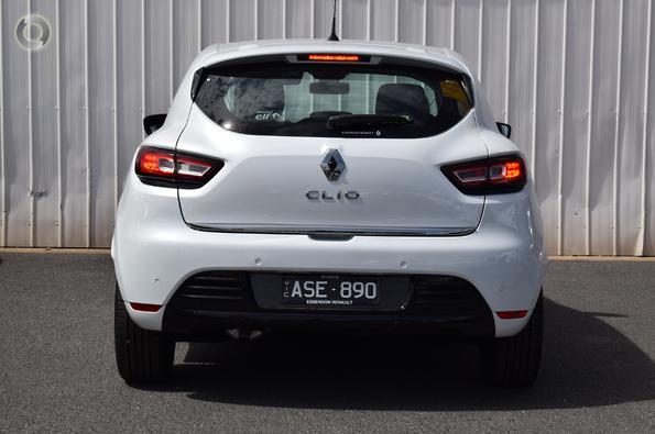 5b49448437 2018 Renault Clio Zen Auto · Featured · 30 Photos
