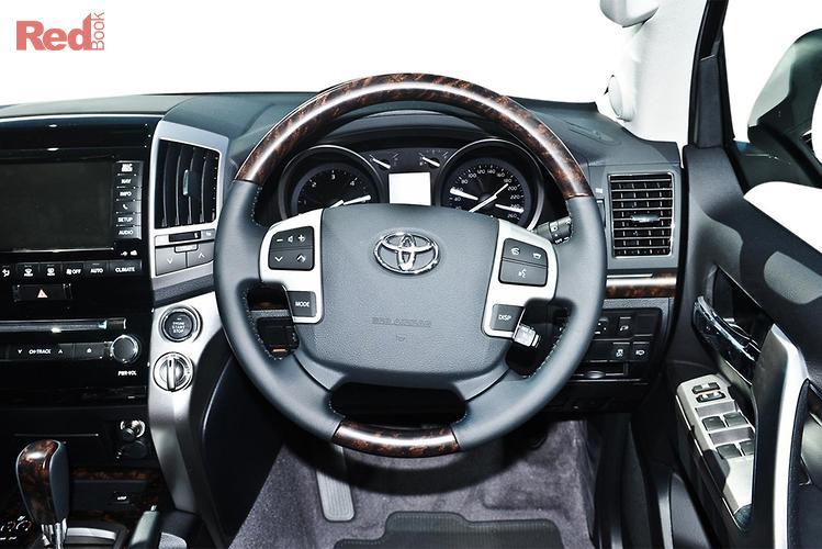 2014 Toyota Landcruiser Sahara VDJ200R MY13 4X4 Dual Range